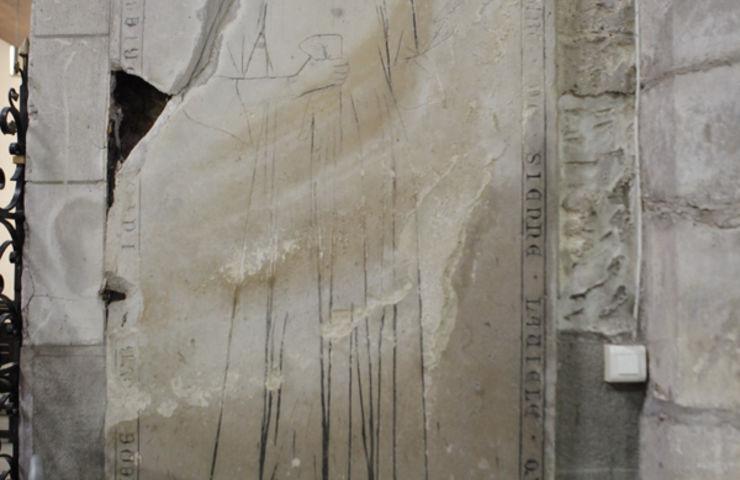 MG 4750 Restauration de la pierre tombale Restauration de la stèle
